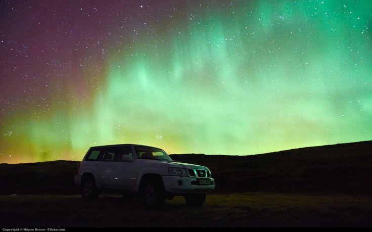Aurora_borealis_(13687618934)