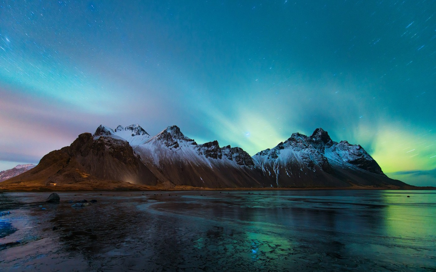winter-time-lapse-mountain-vestrahorn-iceland-Northern-lights-to-night