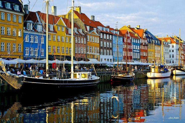 1024px-Nyhavn_copenhagen