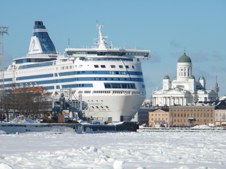 Silja_Symphony_and_icy_sea_lane_South_Harbor_Helsinki_Finland