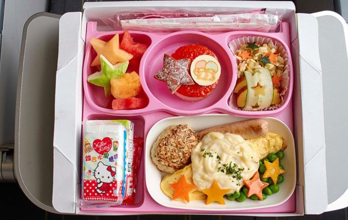 kid-in-flight-food-05