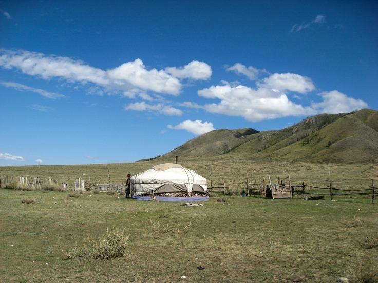 yurt-486865_960_720
