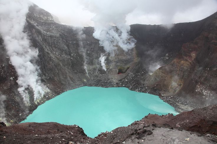 1280px-Crater_Lake_of_Gorely_Volcano_Kamchatka_20100717.jpg
