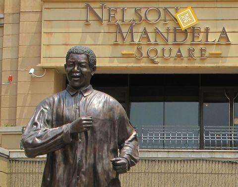 Nelson-Mandela-Statue1.jpg