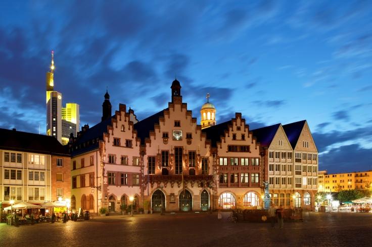 Römerberg_Frankfurt_abends.jpg