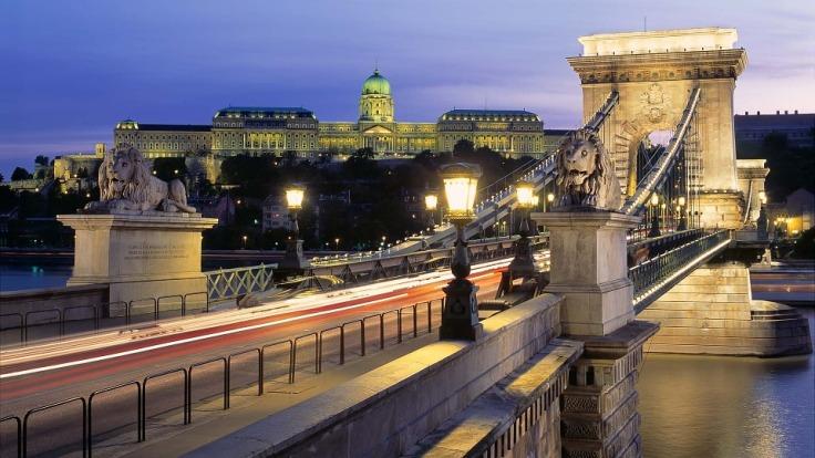 budapest-342499_960_720.jpg
