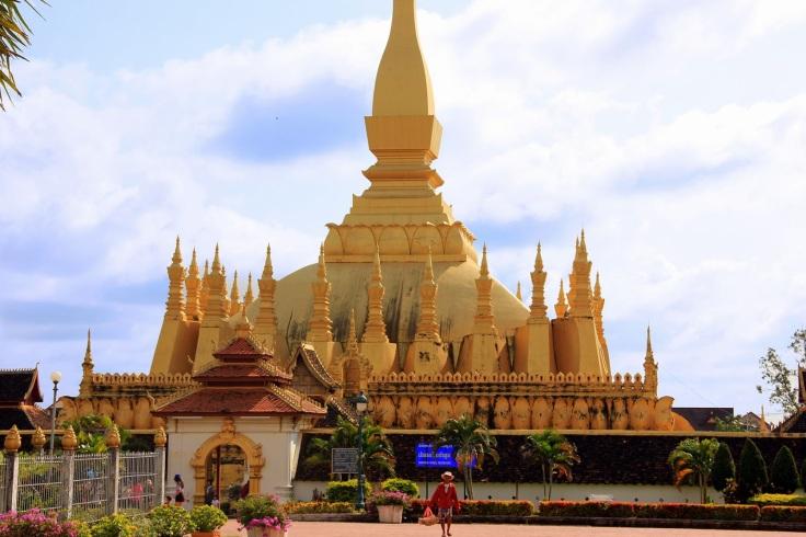 Templo-Pha-That-Luang-Vientiane.JPG