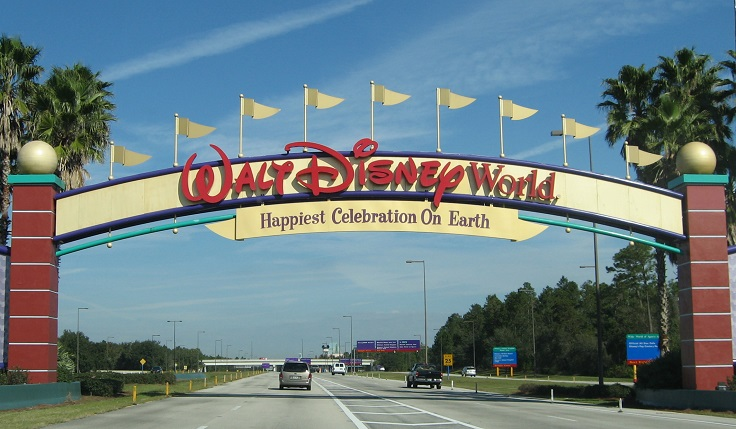 Disney_World_-_Entrance_sign_-_by_inkiboo.jpg