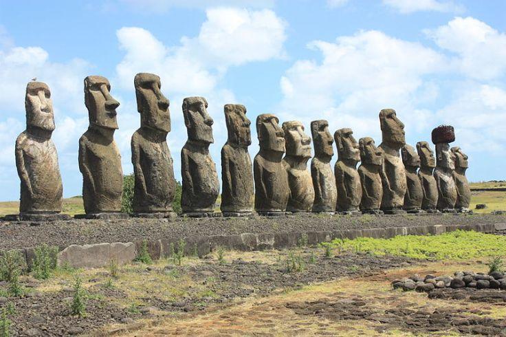 800px-Easter_Island,_Ahu_Tongariki_(6691281879).jpg