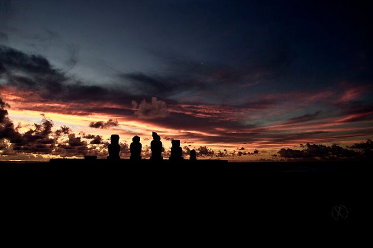 800px-Easter_Island_at_sunset