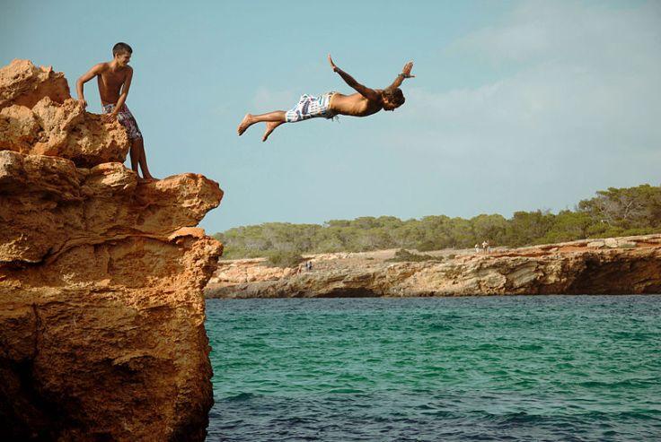 800px-Jump_in_Cala_Comte