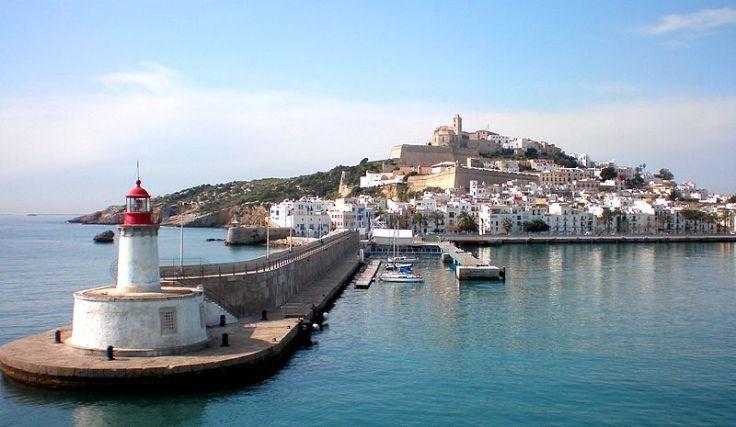 Isla_de_Ibiza_-_El_puerto_y_la_ciudad_-_panoramio