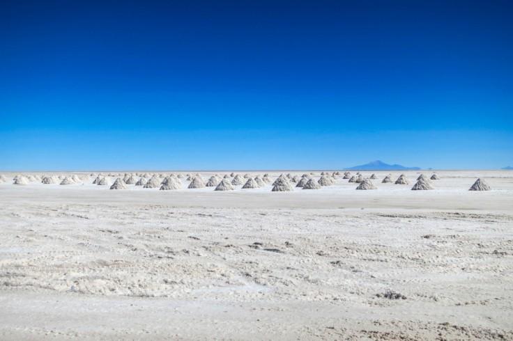salt_lake_salt_minerals_atacama_desert_chile_desert_dry_landscape-764320.jpg