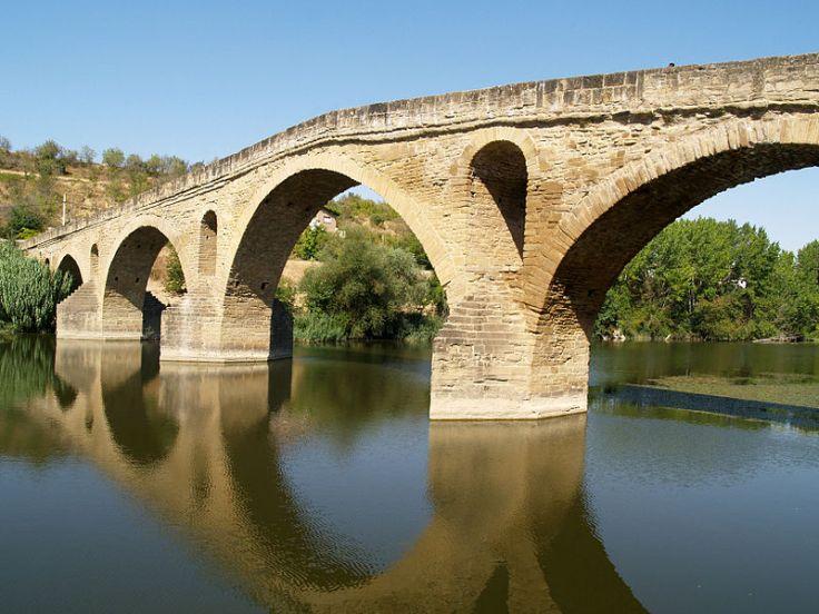 800px-Puente_la_Reina_-_Pont_romànic_02.JPG