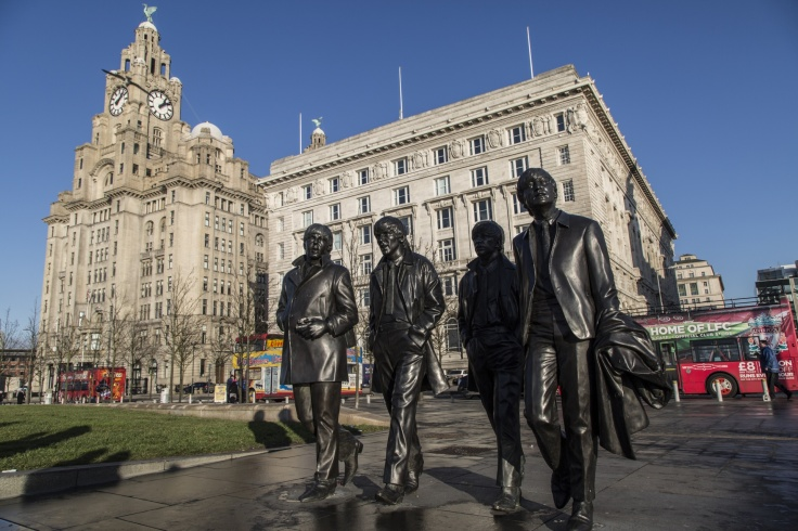 bronze-statue-of-liverpool-1484241316iJY