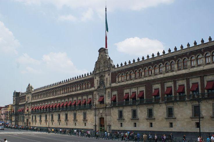 800px-Palacio_Nacional_Cd._de_México.JPG