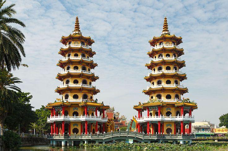 Kaohsiung_Taiwan_Dragon-and-Tiger-Pagodas-01.jpg