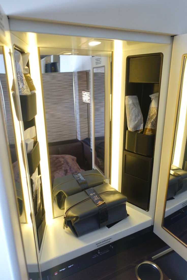 etihad-a380-first-class-apartments-toiletries0