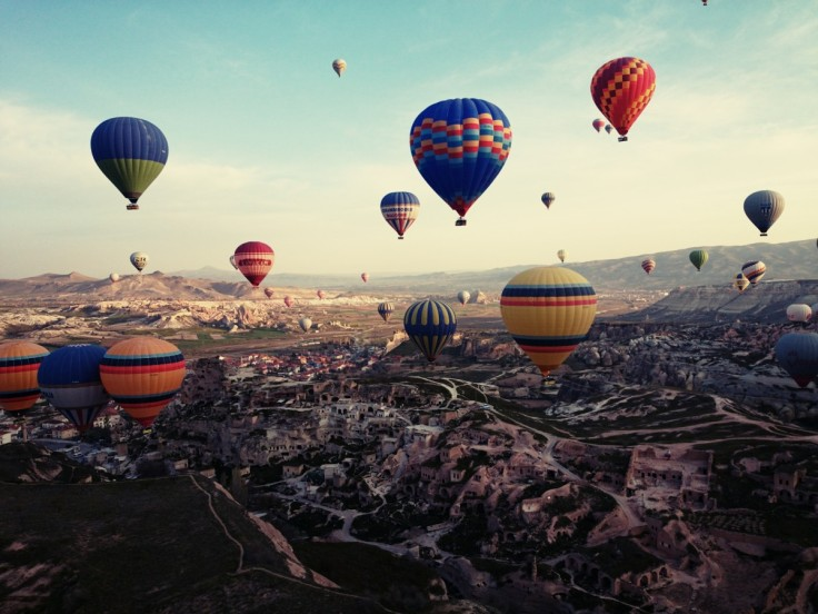 cappadocia_turkey_travel_hot_air_balloon_landscape-1074035.jpg