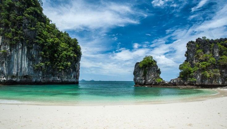 Exclusive-tour-to-Hong-island-from-Phuket-with-Catamaran-2.jpg
